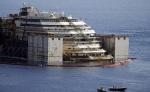 Redressé, le Costa Concordia va partir pour Gênes. GREGORIO BORGIA/AP/SIPA