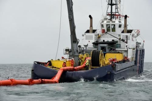 L'Alcyon, navire antipollution, à la manoeuvre|Alain Monot©Marine nationale
