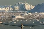 Des tonnes de glace récoltées au Groenland sont en route pour Paris, destinées à être installées sur la place de la République pour sensibiliser aux enjeux de la conférence climat de l'ONU (COP21) - Steen Ulrik Johannessen - AFP