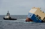 Photo publiée le 1er février par la Marine nationale du cargo «Modern Express», qui dérive au large du littoral français. - Loïc Bernardin AFP