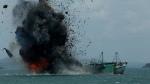L'un des 27 bateaux dynamités par le gouvernement indonésien. - Sei Ratifa - AFP